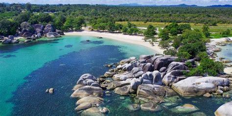 pantai tanjung tinggi destinasi wisata favorit  belitung