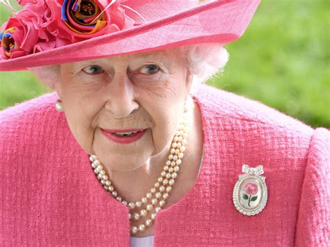 queen elizabeth brooches womans world