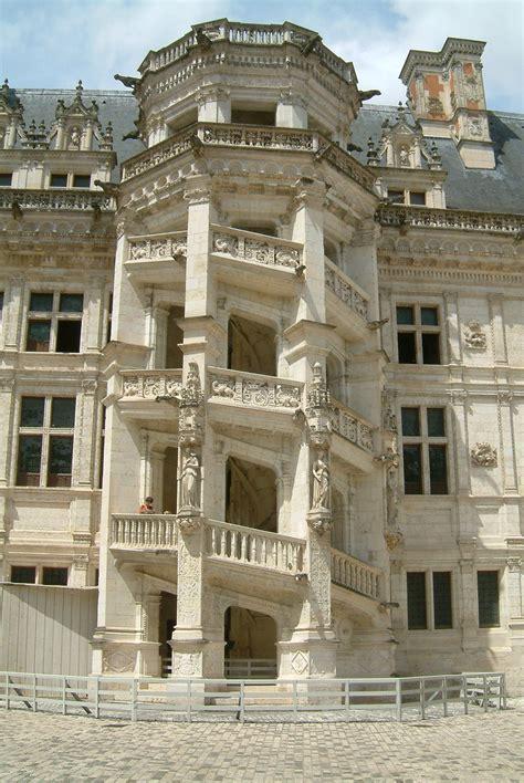 escalier chateau de blois file chateau de blois escalier monumental jpg wikimedia commons