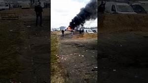 24h Du Mans 2017 Voiture : camping bleu voiture en feux les 24h du mans moto 2017 youtube ~ Medecine-chirurgie-esthetiques.com Avis de Voitures
