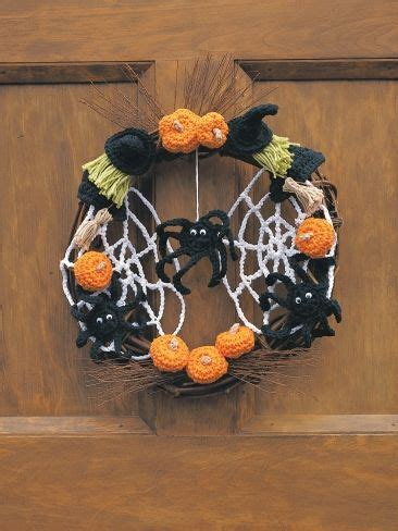 pattern spooky halloween wreath  witches