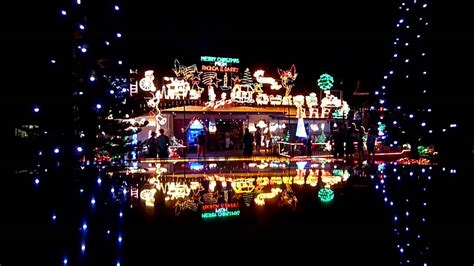 christmas lights in sidlaw street smithfield nr cairns