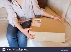 Paket Versandkosten Post : einkauf stockfotos einkauf bilder alamy ~ Orissabook.com Haus und Dekorationen