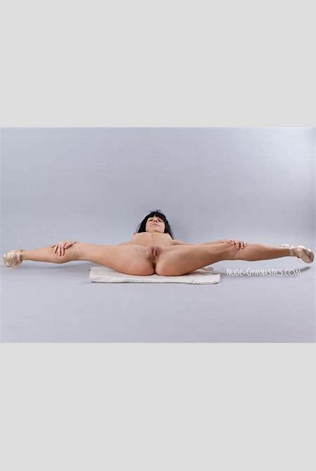 Nude Gymnasts and Contortionists - PornHugo.Com