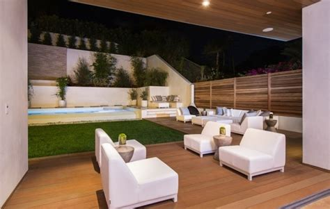 Backyard Entertaining Areas by Adjacent Home With Space For Luxury Entertaining