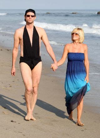 jim carrey swimsuit jenny mccarthy and jim carrey wear the same size swimsuit