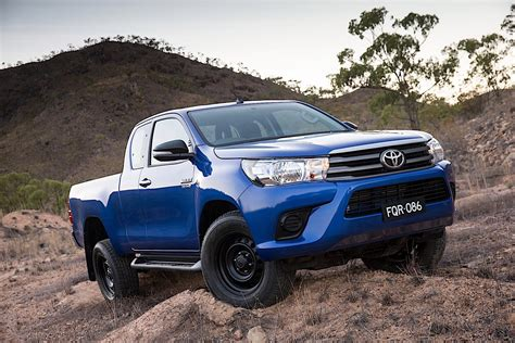 Toyota Hilux Extra Cab Specs  2015, 2016, 2017, 2018