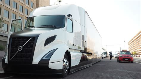 volvo trucks unveils supertruck touts tech  dept