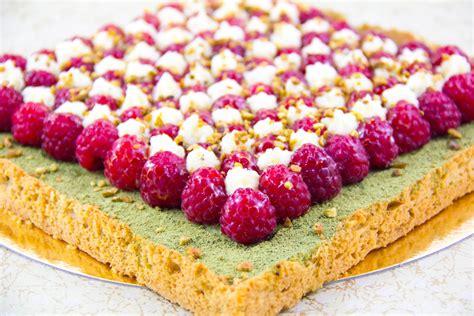 recettes cuisine michel guerard tarte estivale framboise pistache et thé matcha les
