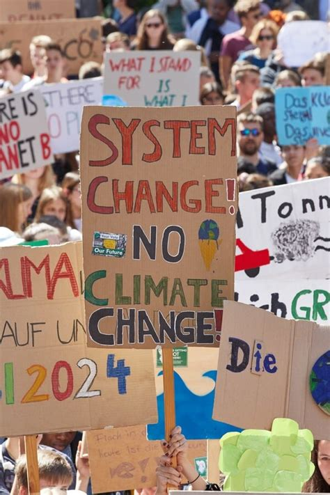With our call to #uprootthesystem, we seek to address ecological and social crises at their roots by placing mapa at the center of our struggle and struggling for a society that places people and planet over profit. Fridays for Future: Medien wollen immer nur eine | NDR.de ...