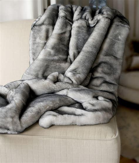 plaids fausse fourrure pour canapé carrelage design tapis fausse fourrure pas cher