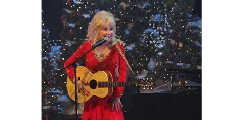 Dolly Parton Announces New Holiday Album 'A Holly Dolly ...