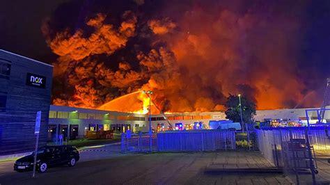 lagerhalle  gross gerau bei brand zerstoert hessenschau