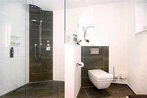 Dusche Neben Toilette : g stebad mit dusche raum und m beldesign inspiration ~ Markanthonyermac.com Haus und Dekorationen