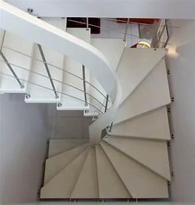 Escalier Colimaçon Beton : escalier suspendu 3 4 tournant avec main courante d billard e en bois laqu et marches en b ton ~ Melissatoandfro.com Idées de Décoration