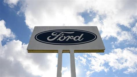 ford commercial logo ford s middle of the road strategy is not working the