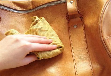 nettoyer un canapé en cuir avec du lait de toilette comment nettoyer un sac en cuir dwého