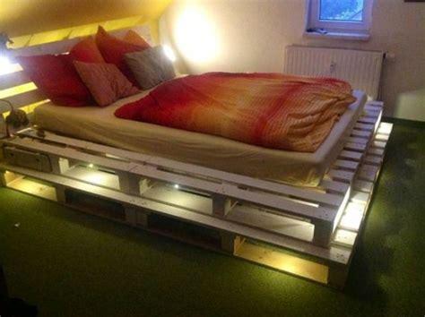 lit palette optez pour  cadre de lit en palettes de bois