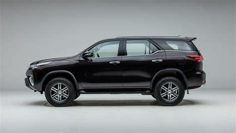 Toyota Fortuner Photo by Toyota Fortuner Photo Left Side View Image Carwale
