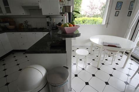 carrelage noir et blanc cuisine photo carrelage et maison contemporaine bois noir et blanc