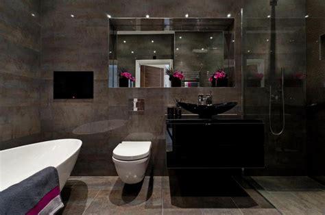 pictures of bathroom tile ideas des teintes sombres pour une salle de bain moderne
