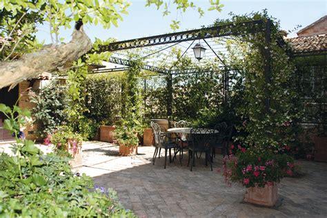 arredare una terrazza con piante come progettare terrazza e balcone