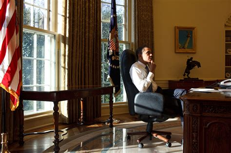 bureau president americain file barack obama thinking day in the oval office