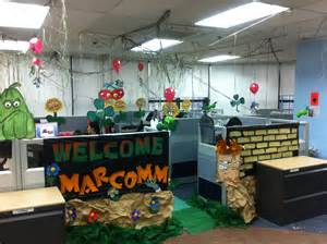 19 cubicle decoration themes in office for christmas