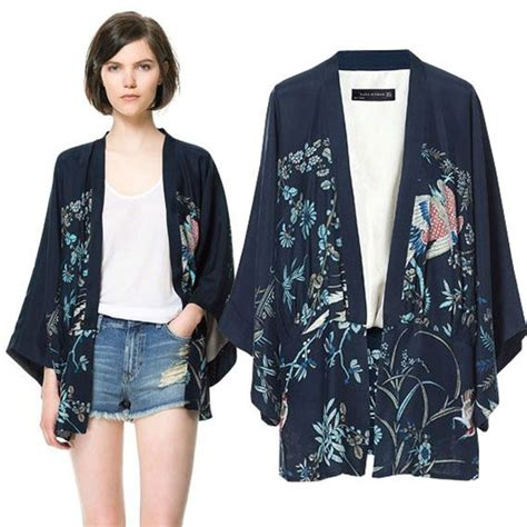 Terinspirasi dari model kimono Jepang yang begitu mempesona beberapa fashion designer mulai ...