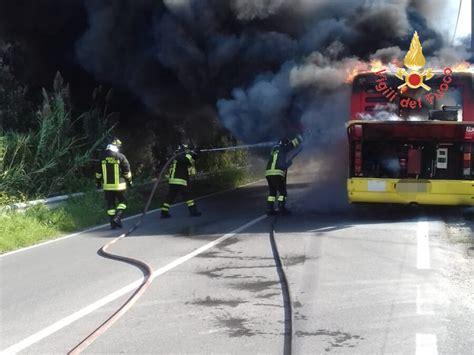 amac catanzaro foto autobus amc in fiamme a catanzaro il quotidiano