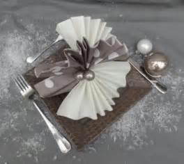 pliage serviettes mariage les 25 meilleures idées concernant pliage serviette mariage sur pliage de serviettes