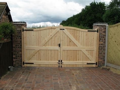 1000 ideas about wooden gates on driveways