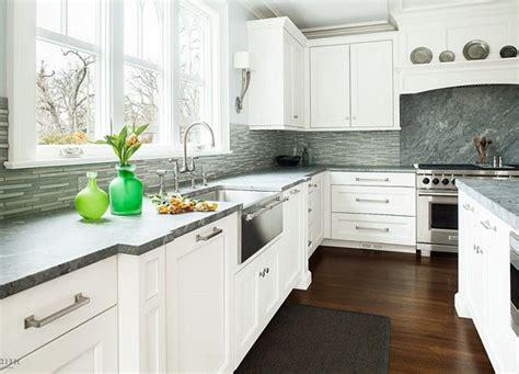 kitchen backsplashes for white cabinets kitchen backsplashes with white cabinets recessed lighting