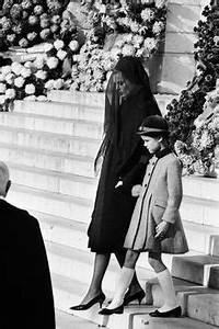 Grace Kelly Beerdigung : house of grimaldi on pinterest princess caroline prince rainier and charlotte casiraghi ~ Eleganceandgraceweddings.com Haus und Dekorationen
