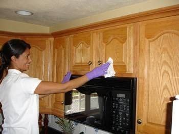 How To Clean Kitchen Cupboards With Grease by 1000 Ideas About Clean Cabinets On Cleaning