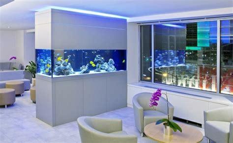 cuisine de luxe moderne l aquarium mural en 41 images inspirantes