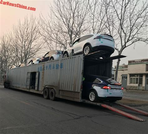 tesla truck tesla model xs fall off chinese transport truck that broke