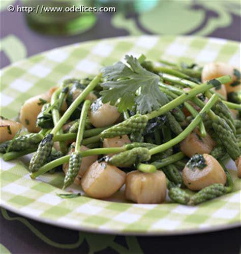 cuisiner des asperges sauvages poêlée de pétoncles aux asperges vertes sauvages les