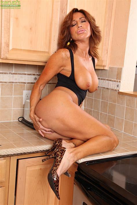 Mature Latina Pornstar Tara Holiday Baring Large Juggs In