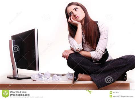 bureau femme la femme d 39 affaires rêve dans bureau image stock
