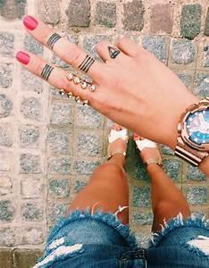 Tatouage De Femme : tatouage main femme un tatouage sur la main c derez ~ Melissatoandfro.com Idées de Décoration