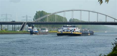 Scheepvaart Amsterdam Rijnkanaal by Advisering Erbrink Stacks