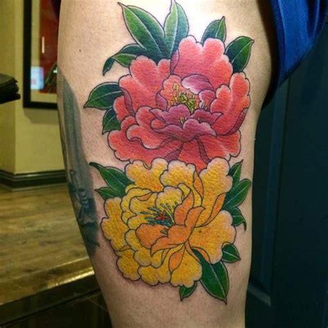 tatouage cuisse femme  fleurs de pivoine shaun