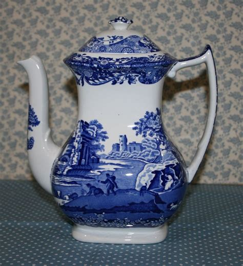 It's also commonly used in latin america moka pots incorporate a pressure regulator that functions similarly to a pressure cooker. Vintage Spode Fine Earthenware Coffee Pot Blue & White ...