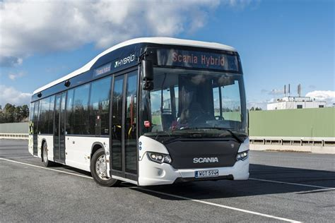 scania delivers  hybrid buses  madrid scania