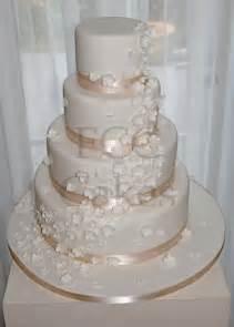 fleur blanche mariage pièce montée gâteau de mariage cascade de fleurs blanche flickr photo