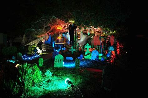 13 Halloween Front Yard Decoration Ideas