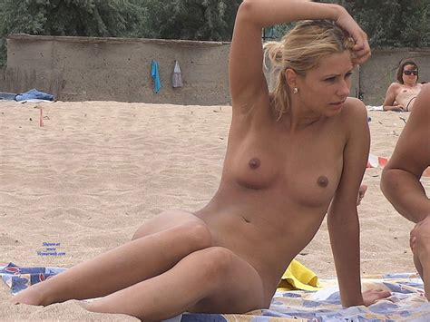 Naked Blonde Girl At The Beach November Voyeur Web Hall Of Fame