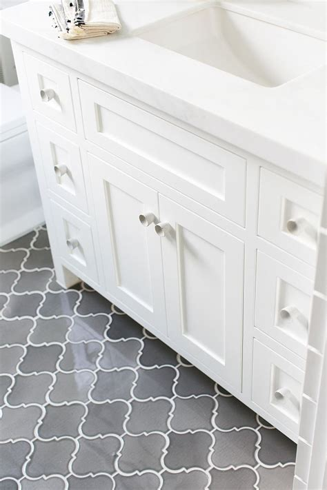 Kitchen And Bathroom Tile by Best 25 Kitchen Floors Ideas On Pinterest