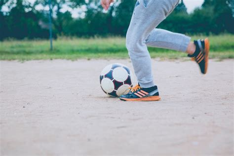 cortile condominiale cortile condominiale i bambini possono giocare a pallone